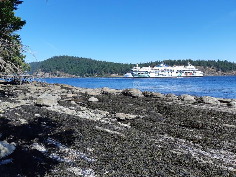 ДО РОЖДЕСТВА ХРИСТОВА торжество паромов прибрежное в активном пропуске стоковая фотография
