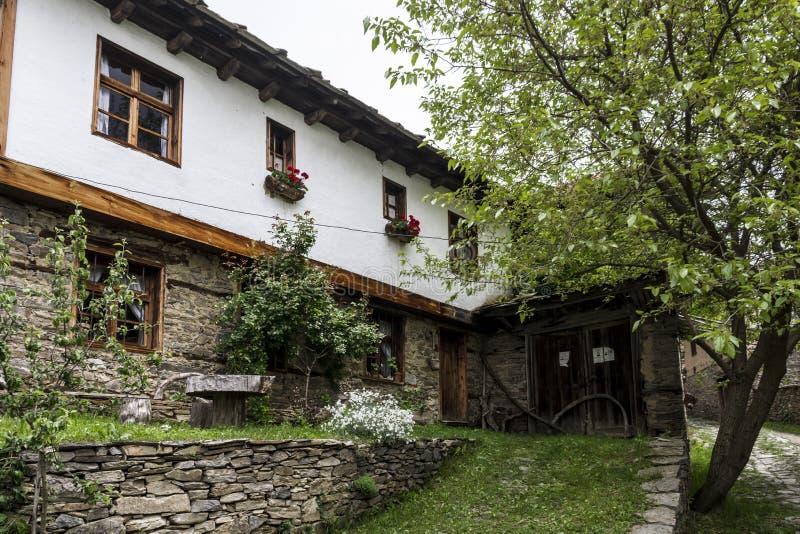 До старая деревня Leshten стоковое изображение