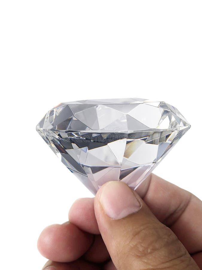 Драгоценность диаманта в руке, изолированной на белой предпосылке стоковое изображение rf