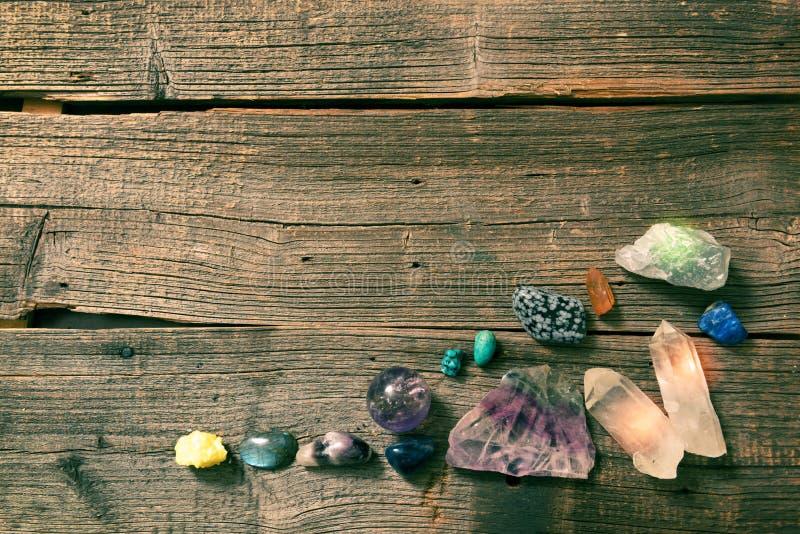 Драгоценные камни многократной цепи semi драгоценные на борту стоковое изображение