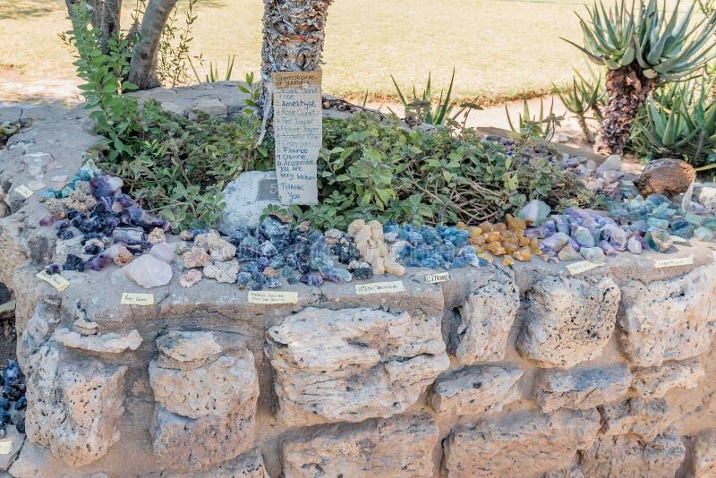 Драгоценные камни для продажи на метеорите Hoba около Grootfontein стоковая фотография rf