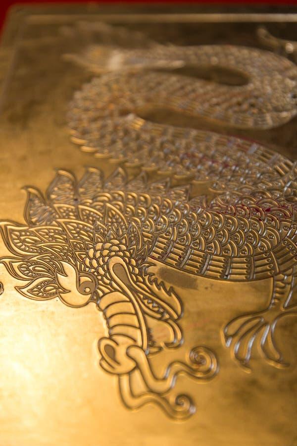 Дракон металла высекая для тереть проекта экземпляра crayon стоковые изображения