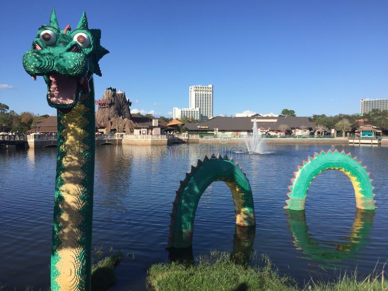 Дракон Lego, весны Дисней, Орландо, FL стоковое фото rf
