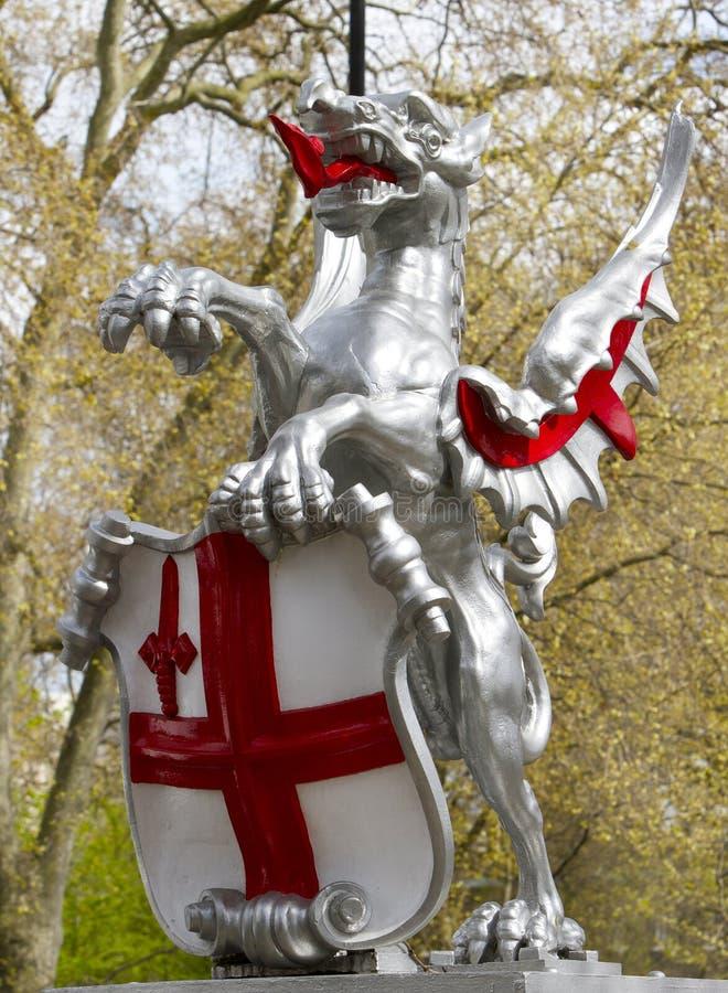 Дракон ` s St. George показывает вход к городу Лондона стоковое фото