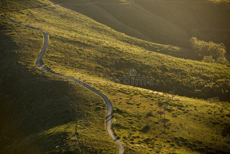 Драматическая дорога на заходе солнца стоковое изображение rf