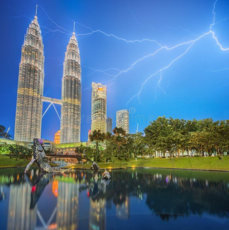 Драматическая сцена грозы на Малайзии стоковое фото