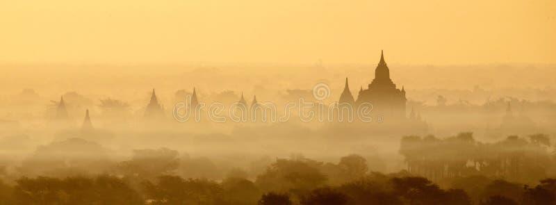 Виски Bagan в тумане на восходе солнца стоковое изображение rf