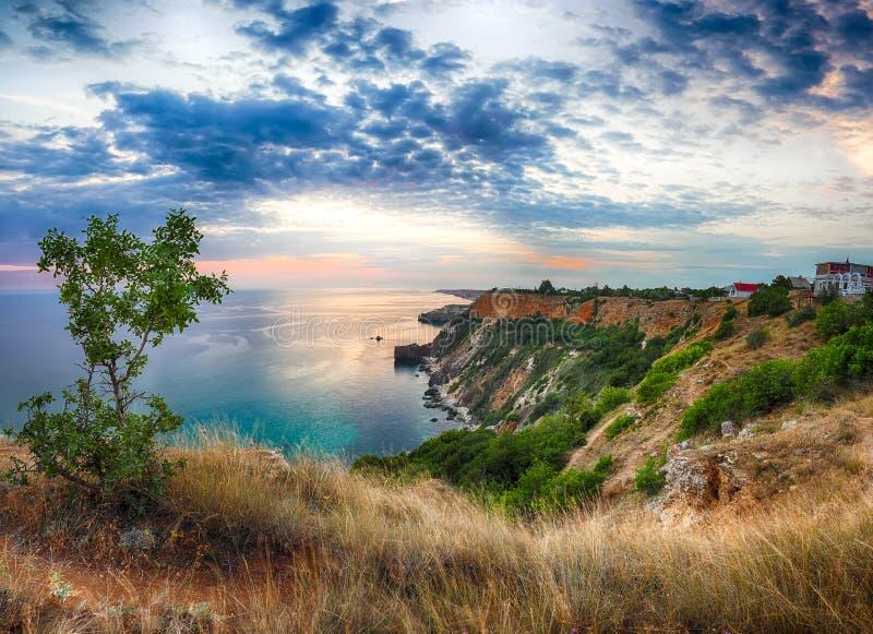 Драматический заход солнца на накидке fiolent Крым стоковое фото rf