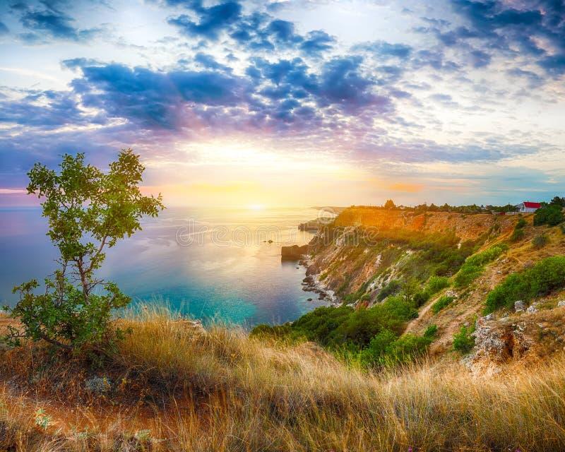 Драматический заход солнца на накидке fiolent Крым стоковое изображение