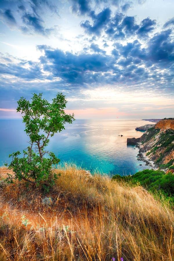 Драматический заход солнца на накидке fiolent Крым стоковая фотография rf