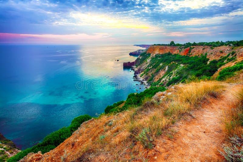 Драматический заход солнца на накидке fiolent Крым стоковые фотографии rf
