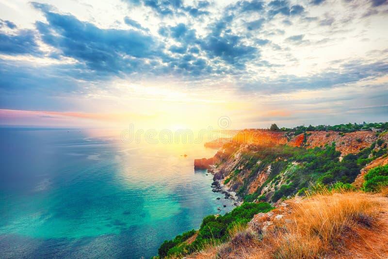 Драматический заход солнца на накидке fiolent Крым стоковое фото