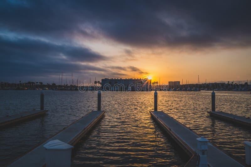 Драматический заход солнца на Marina del Rey стоковые фотографии rf
