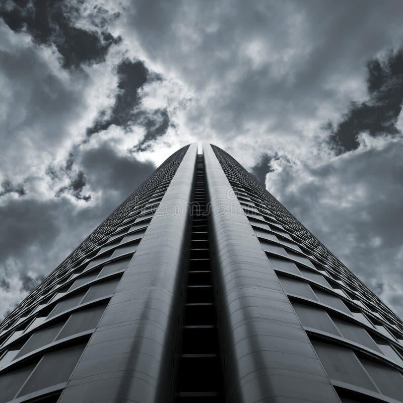 драматический небоскреб стоковое изображение rf