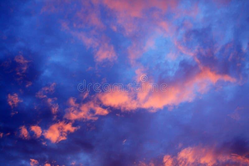 Драматически облачное небо стоковая фотография