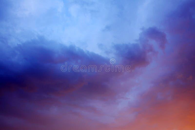 Драматически облачное небо стоковое изображение