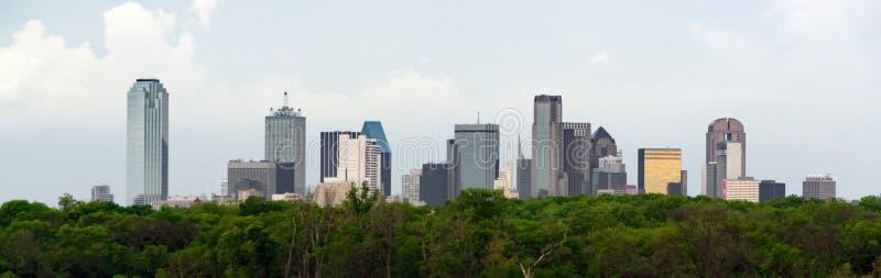 Драматическое небо над городским горизонтом города Хьюстона Техаса стоковое изображение rf