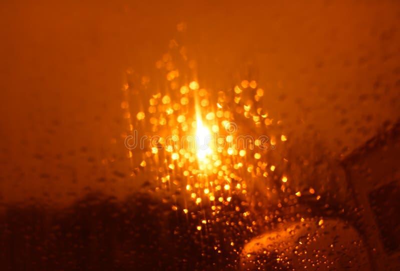 Драматическое оранжевое bokeh от предпосылки лампы ночи стоковые фотографии rf