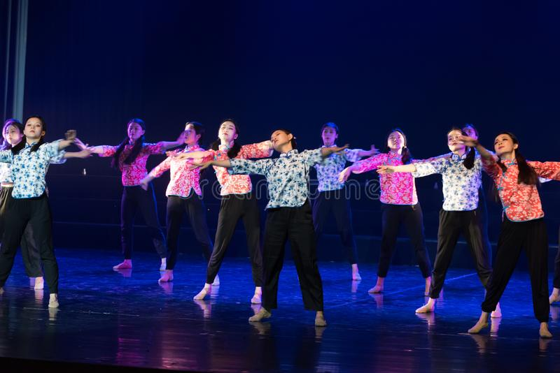 Драма танца Гимнастик-сирени радио горы стоковая фотография