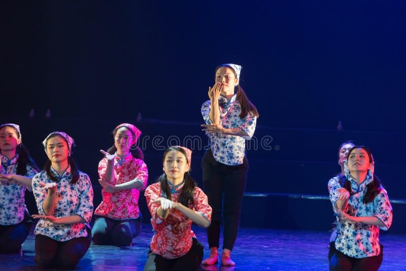 Драма танца мечт 3-Lilac детей стоковые фото