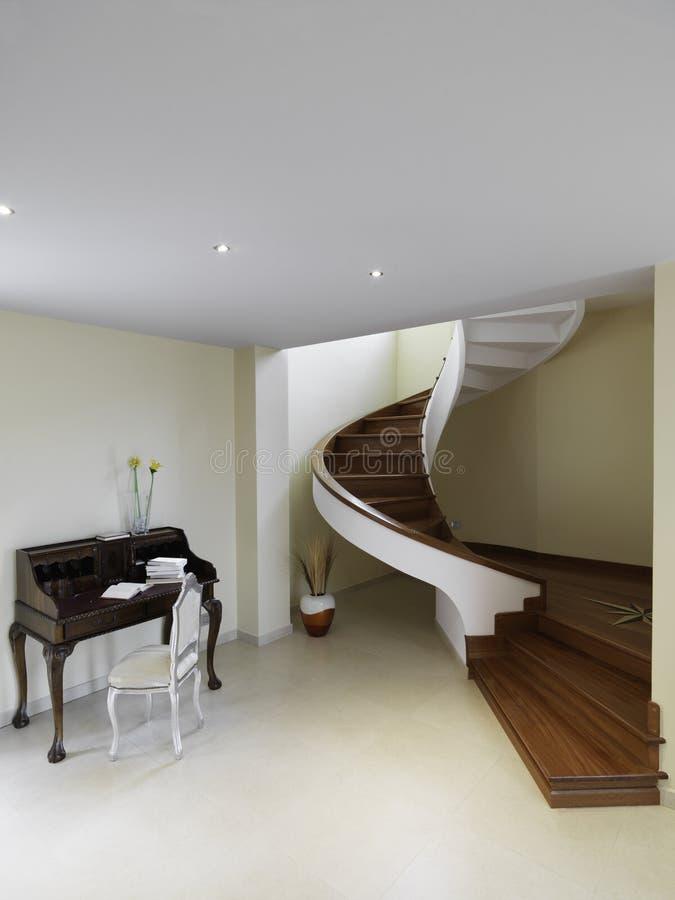 древесина винтовой лестницы стоковые изображения