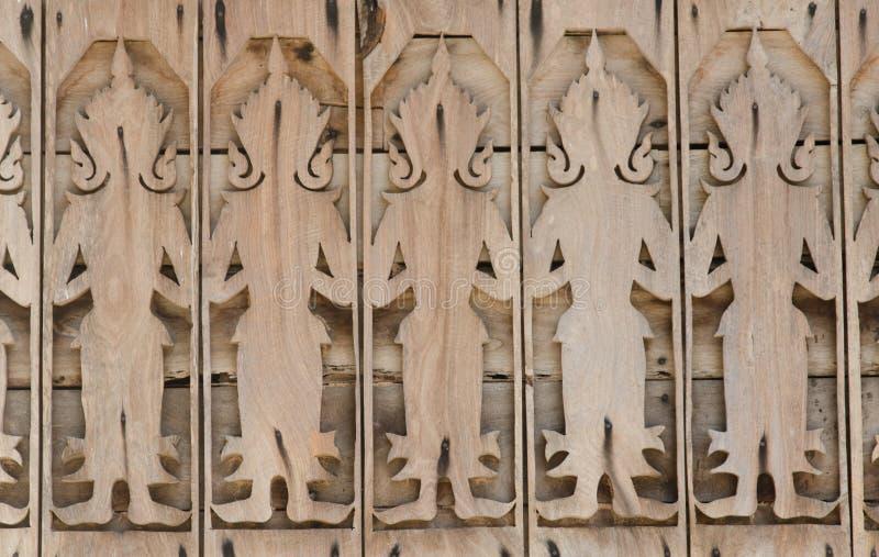 Download Древесина высекает стойку выровнянную с работой по дереву ремесленника Стоковое Фото - изображение насчитывающей пепельнообразные, декор: 81813990