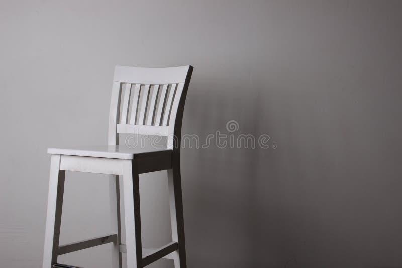 Древесина комнаты мебели стула белая стоковые фото