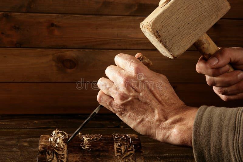 древесина ручного резца молотка gouge зубила плотника стоковое изображение rf