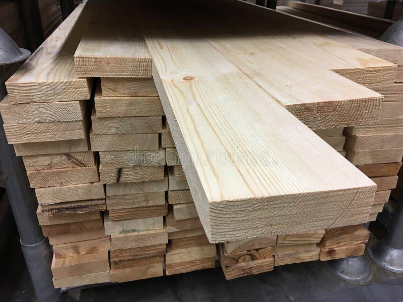 Древесина хранится в складе стоковое фото rf