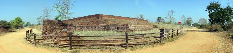 Древняя стена и дорога стоковые фото