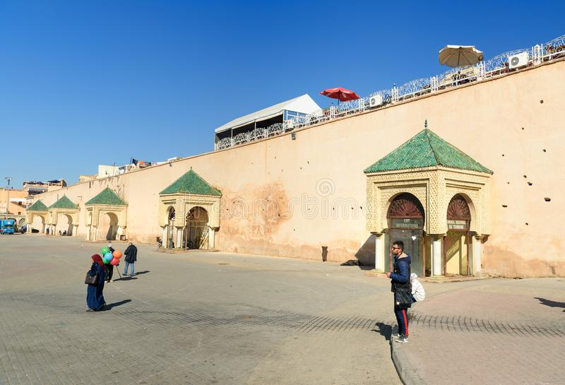 Древняя стена к старому городку Medina Meknes, Марокко стоковое изображение rf