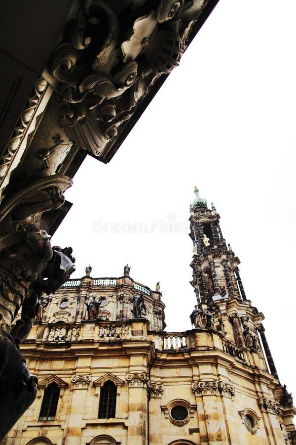 ДРЕЗДЕН, ГЕРМАНИЯ - 10-ОЕ МАЯ: Взгляд католической церкви королевского суда Саксонии стоковые изображения
