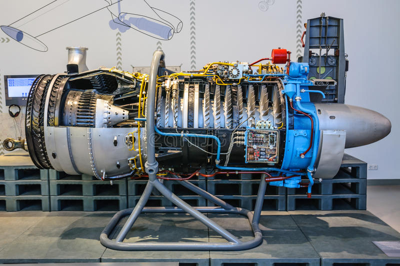 ДРЕЗДЕН, ГЕРМАНИЯ - MAI 2015: Турбина реактивного двигателя самолета в Dres стоковое изображение rf