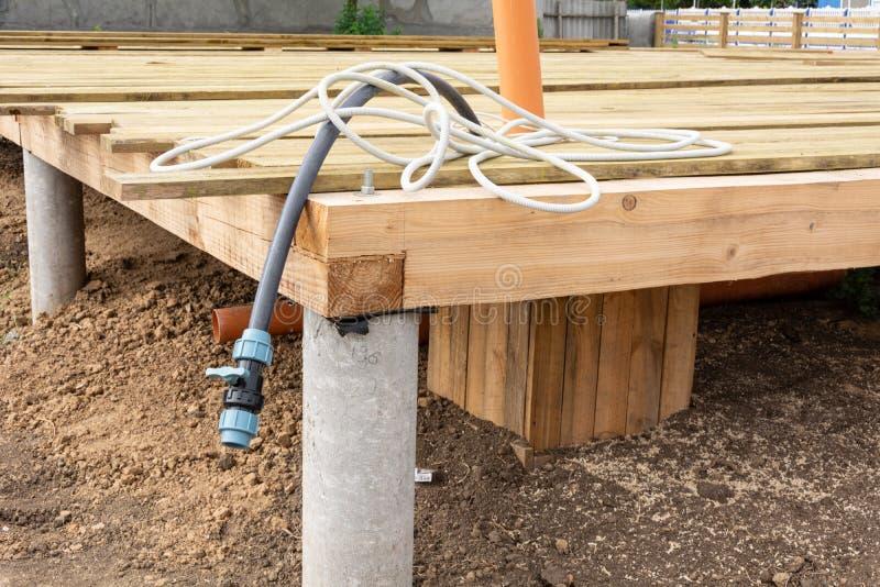 Дренаж частного дома Система водоснабжения в частном доме стоковая фотография