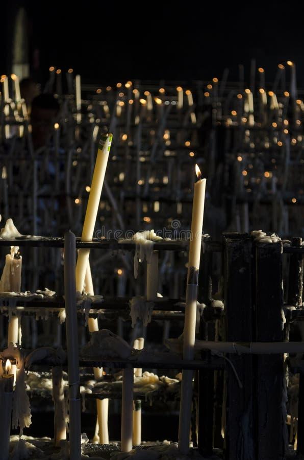 Другой взгляд ligts свечи на часовне Rocioстоковые изображения rf