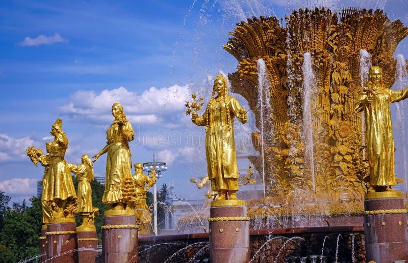 Дружба народов фонтана на выставке достижений национальной экономики в Москве стоковое фото