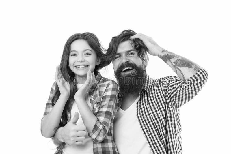 Дружелюбные отношения Родительство и детство r Прекрасный отец и милый ребенк Счастливый для того чтобы быть отцом Идти стоковое фото rf