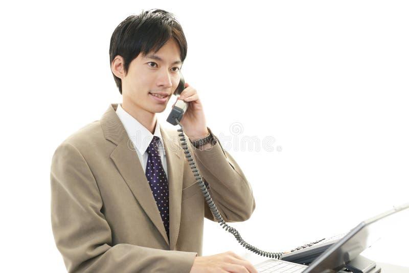 Download Дружелюбный бизнесмен стоковое изображение. изображение насчитывающей людск - 37928965