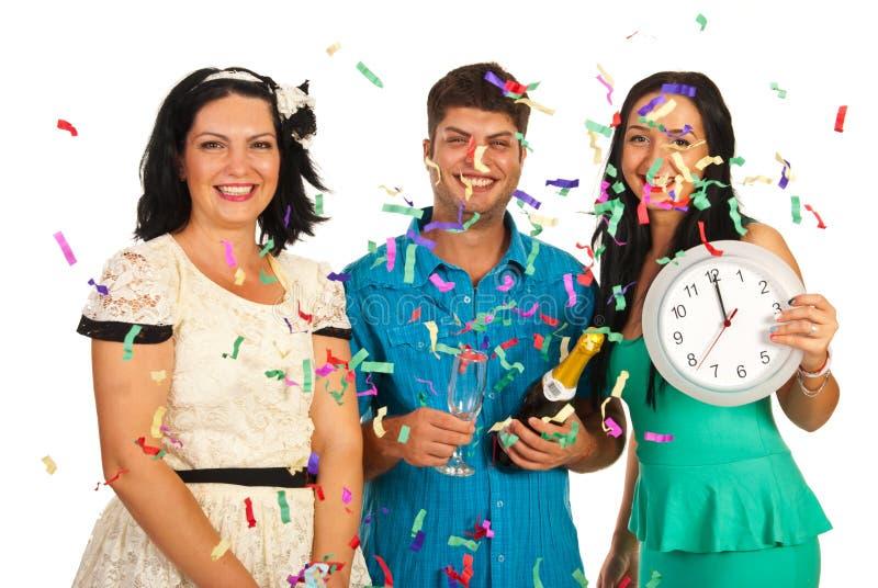 Друзья празднуют партию Нового Года стоковое фото
