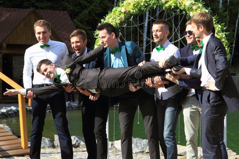 Друзья groom стоковая фотография rf