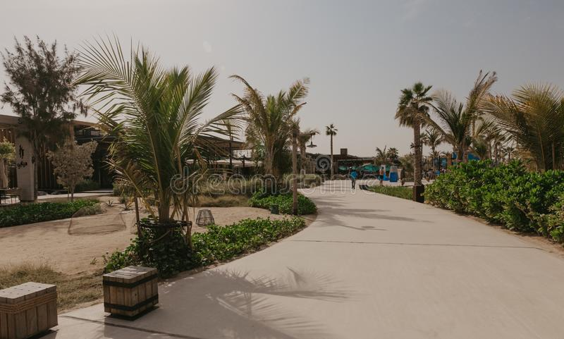 ДУБАЙ, ОАЭ: Ла Mer в Дубай, ОАЭ, как увидено на Januaru 04, 2019 Это новый район с видом на море с покупками и ресторанами внутри стоковое фото