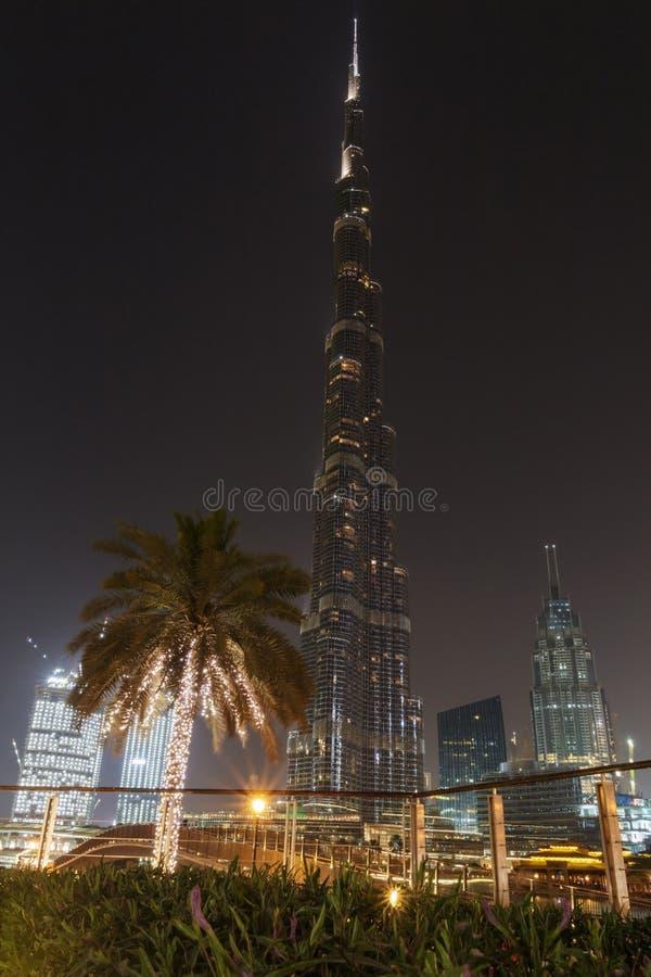 ДУБАЙ, ОАЭ - 11-ОЕ МАЯ 2016: Башня Burj Khalifa на ноче стоковое фото