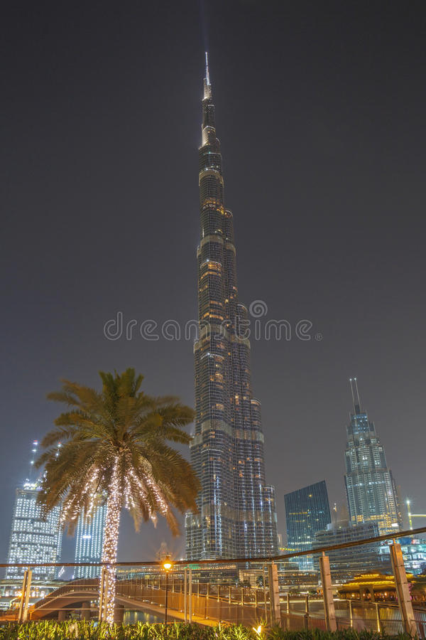 ДУБАЙ, ОАЭ - 11-ОЕ МАЯ 2016: Башня Burj Khalifa стоковая фотография rf