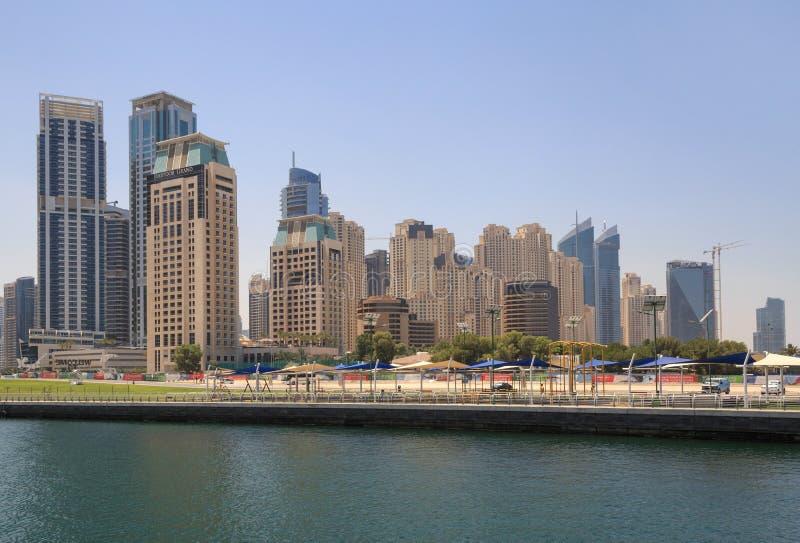 ДУБАЙ, ОАЭ - 15-ОЕ МАЯ 2016: визирование района Марины Дубай стоковое изображение rf