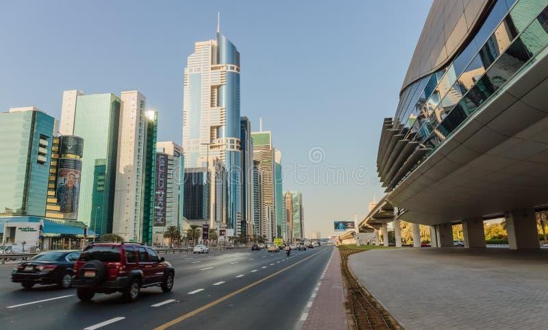 ДУБАЙ, ОАЭ - 9-ОЕ НОЯБРЯ 2013: Современные здания Дубай был f стоковые изображения