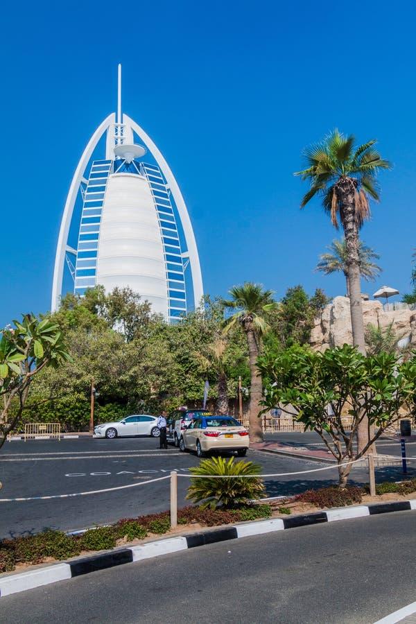 ДУБАЙ, ОАЭ - 21-ОЕ ОКТЯБРЯ 2016: Взгляд башни Al Burj арабской гостиницы арабов в Дубай, объединенном арабе Emirat стоковые фотографии rf