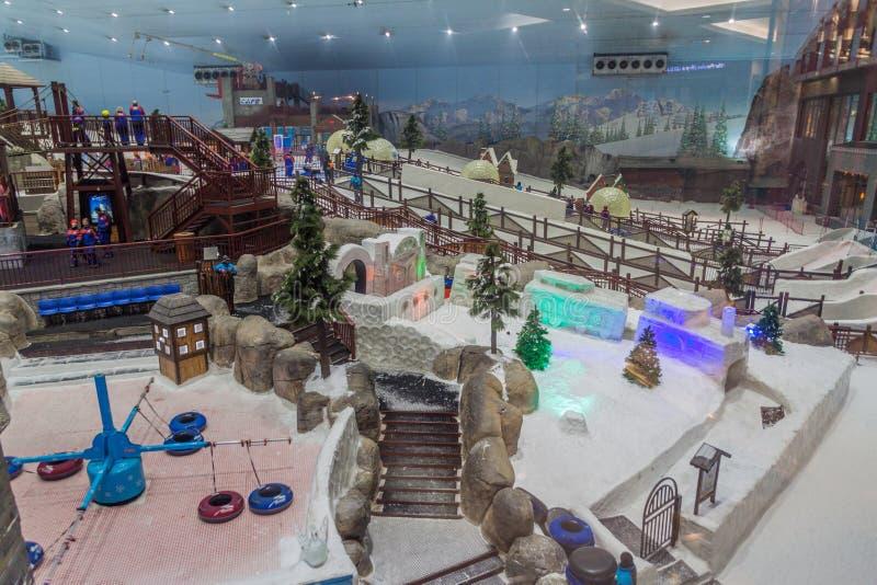 ДУБАЙ, ОАЭ - 21-ОЕ ОКТЯБРЯ 2016: Взгляд лыжи Дубай, крытого resor лыжи стоковые фотографии rf