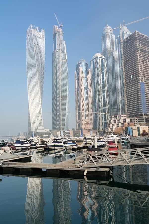 ДУБАЙ, ОБЪЕДИНЕННЫЕ ЭМИРАТЫ - 7-ОЕ ДЕКАБРЯ 2016: Современные здания в Марине Дубай, Дубай, Объединенных эмиратах стоковое фото rf