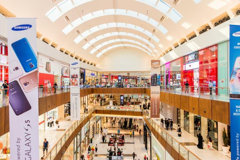 Дубай - 7-ое августа 2014: Торговый центр мола Dubal стоковые изображения