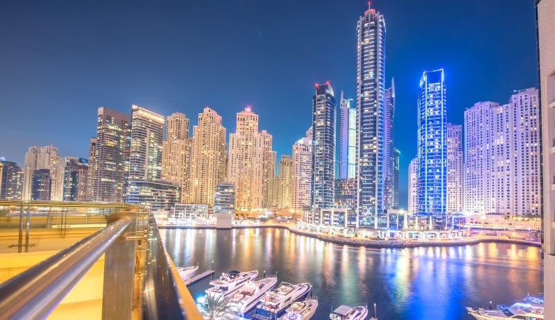 Дубай - 26-ое марта 2016: Район Марины 26-ого марта в ОАЭ, Дубай Район Марины популярный жилой район в Дубай стоковая фотография rf